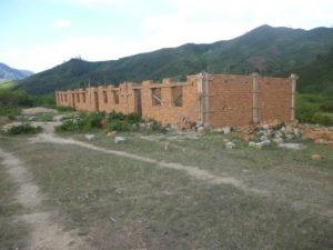 la scuola media di Vohidahy in fase di costruzione