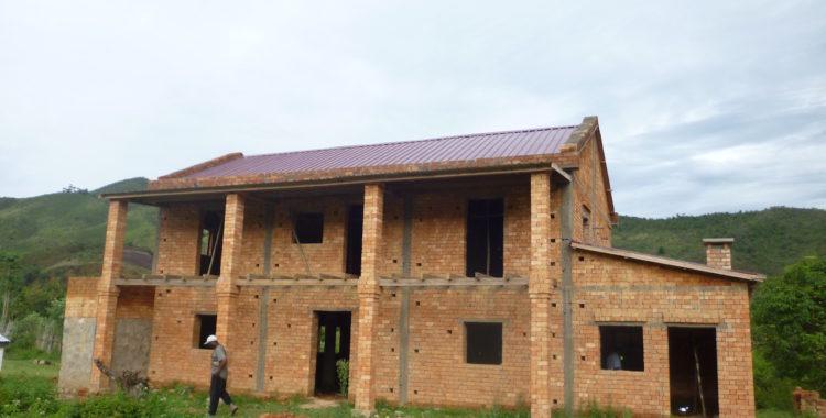 Affisso il tetto del Centro di formazione Agricolo a Vohidahy
