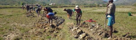 Progetto adduzione d'acqua: Inizio degli scavi del canale per l'interramento del tubo